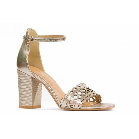 Złote sandały na słupku 8 cm