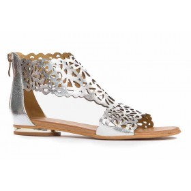 Płaskie sandały z ażurową cholewką